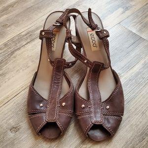 ECCO  Manila Leather Sandal - Size 39